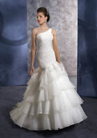 Robe de mariage neuve. Brand-new wedding dress