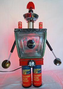 ASTROMAN-ROBOT SCULPTURE LAMP  ( VINTAGE )