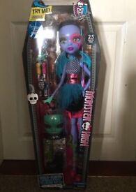 Monster high 28' beast Freire doll