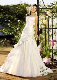 **REDUCED ESSENCE OF AUSTRALIA STRAPLESS WEDDING DRESS**
