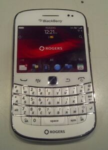 TRES BONNE CONDITION UNLOCKED BLACKBERRY BOLD 9900 ($80).......