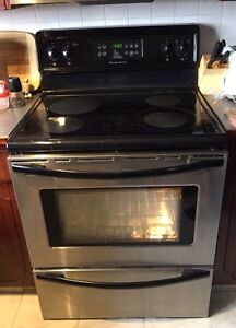 Black and SS Fridgidaire Stove