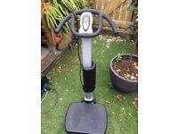 Vibrating exercise machine free standing