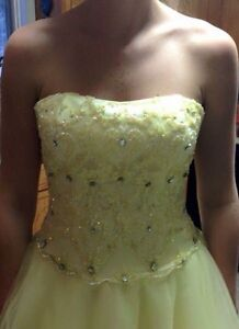 Size 4 Yellow prom dress