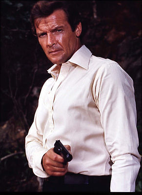 ROGER MOORE UNSIGNED PHOTO - 4270 - JAMES BOND
