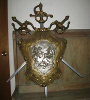 Bouclier et Epées Antiques - Décor Médiévale