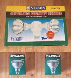 BNIB Nelson Automatic Security Light White X 1, Globes X 2