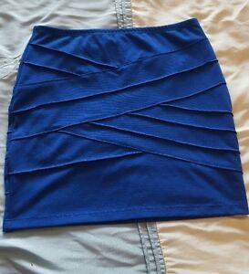 2 jupes bleu presque neuf (voir mes autres annonces)
