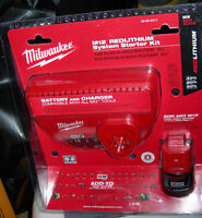 NEUF NEW Milwaukee M12 BATTERY + CHARGER