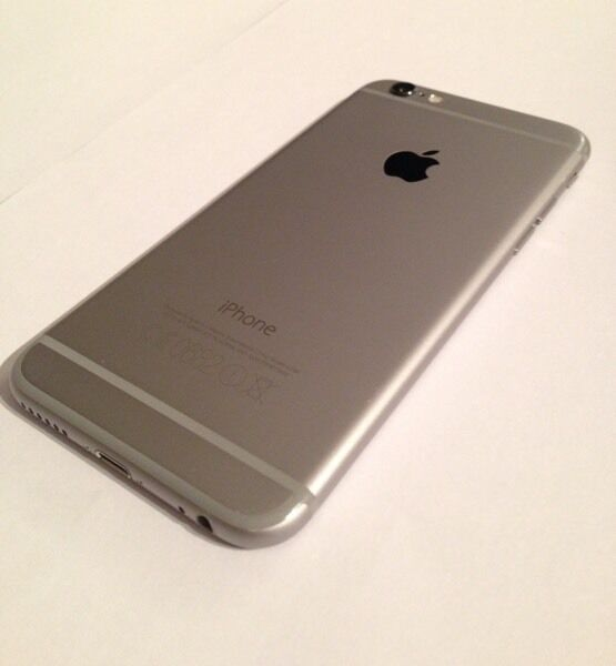 iPhone 6 64gb (unlocked) - PERFECT condition - with box