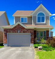COLLINGWOOD Family Home / House For Sale in Creekside - Detached