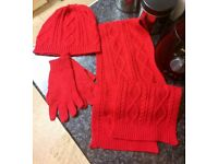 GIRLS RED WINTER GLOVES,HAT and Scarf with Gold Shinny Thread