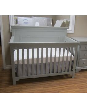 4 in 1 Parker Crib in Espresso ( finish not as shown)