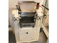 Caramel smoothing unit