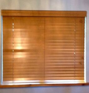 2 wooden Blinds in excellent conditions  (L48 X W43 ) inches