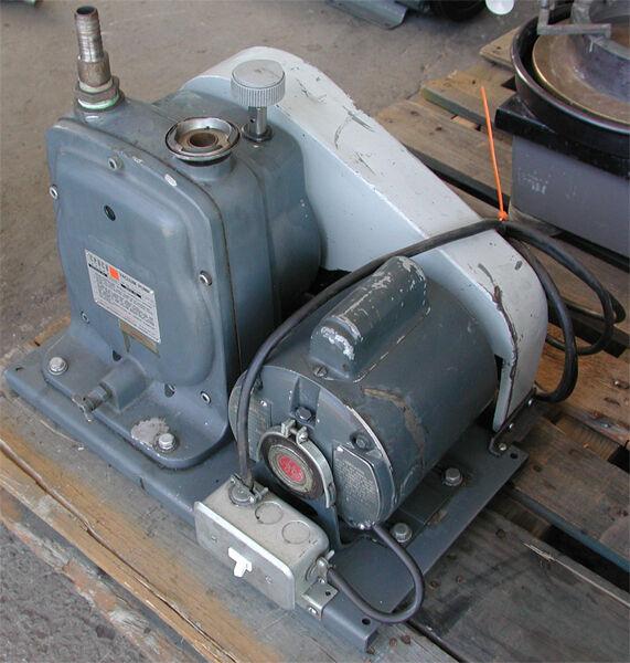Cenco Vacuum Pump 91140 Single Stage Belt Driven Motor, GE A-C Motor 5KC42JG2E