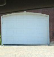 Porte de Garage 9 x 7 avec ouvre porte et accessoires.