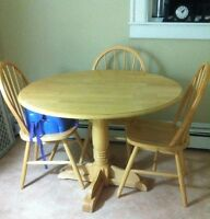 Maple circle table with 4 chairs.