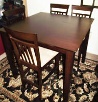 Dining table with 4 High Back Parson chairs