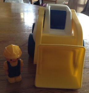 VINTAGE LITTLE TIKES LOADER TRUCK WITH DRIVER Gatineau Ottawa / Gatineau Area image 2