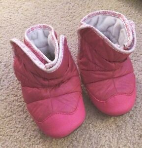 Robeez easy on 18-24 mnth winter boots