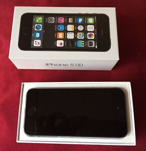 iPhone 5S 16Gb Rogers excellent condition.