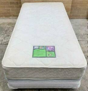 Excellent condition Sealy Brand single bed set. Pick up or deliver