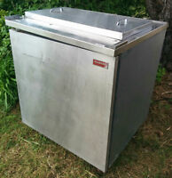 Small Stainless Steel Commercial Beer Fridge (Very Cold)