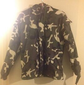 GREEN MILITARY STYLE JACKET UP FOR GRABS EXCELLENT CONDITION BRAND NEW!!!!