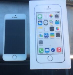Unlocked iPhone 5s 32g!! Like new 9/10 with box and charger