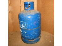 LARGE CALOR GAS BOTTLE WITH GAS IN IT