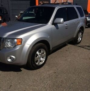 2010 Ford Escape Limited  LEATHER/SUNROOF/1YR WARRANTY