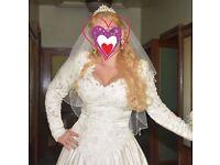 Stunning Benjamin Roberts Designer wedding dress embroyded lace pearls beads