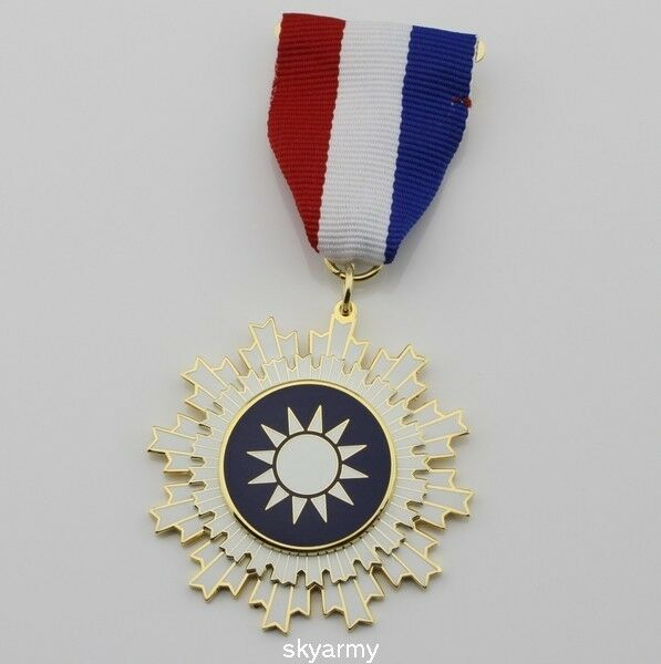 CHINA CHINESE KMT Kuomintang Medal badge Order of Blue Sky and White Sun Medal
