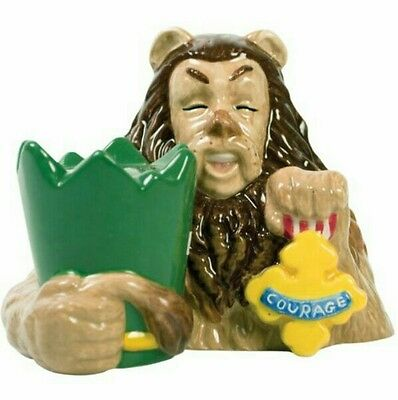 Wizard of Oz Magnetic Cowardly Lion and Courage Badge Salt and Pepper shakers