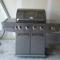 Propane BBQ, 2 propane tanks and cover