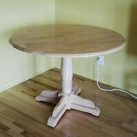 Belle petite table en bois