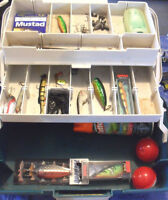 Fishing rods & reels, plus tackle box with assorted tackle