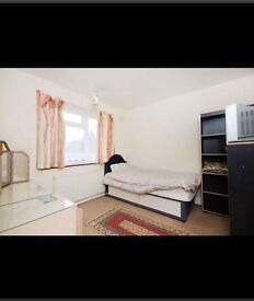 Double Room for Rent to share with a VEG Indian Family