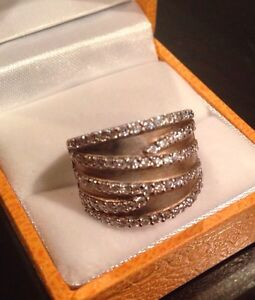 STERLING SILVER AND ZIRCONIA RING Windsor Region Ontario image 1