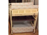 VIB changing table and bath