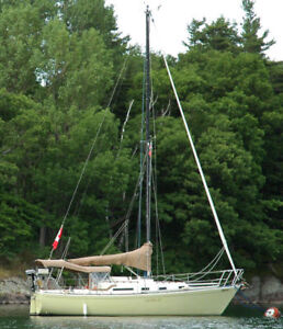 1979 Aloha 28 Sailboat outfitted for both cruising and racing