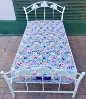Excellent metal frame single bed for sale. Delivery can do