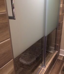 Glass shower doors only (with frost etching) -new West Island Greater Montréal image 2