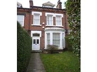 3 bedroom flat in Clarendon Road, Leeds, West Yorkshire, LS2