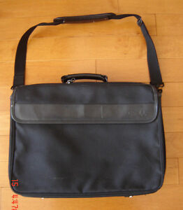 Dell Laptop Carrying Case - Excellent Condition