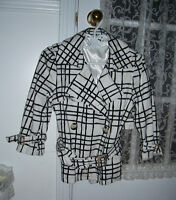 White & black 3/4 sleeve jacket (Size M but fits like S)