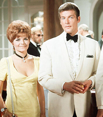 Isla Blair and Roger Moore UNSIGNED photo - H7233 - The Saint