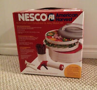 Nesco (American Harvest) Food Dehydrator And Jerky Maker