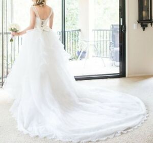 HIRE STUNNING WEDDING DRESS & VEIL (incl dry cleaning fees) Lobethal Adelaide Hills Preview